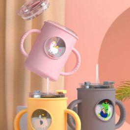 """可冷藏可微波""""嬰兒雙柄防摔牛奶杯 250ml~附贈 Q彈矽膠保護套 矽膠軟吸管"""
