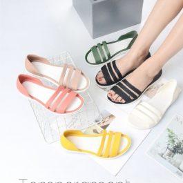 夏日必備 時尚韓版休閒平底涼拖鞋~舒適透氣 防水防滑